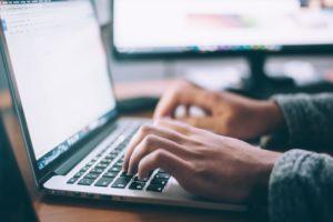 Vertrag erstellen Laptop